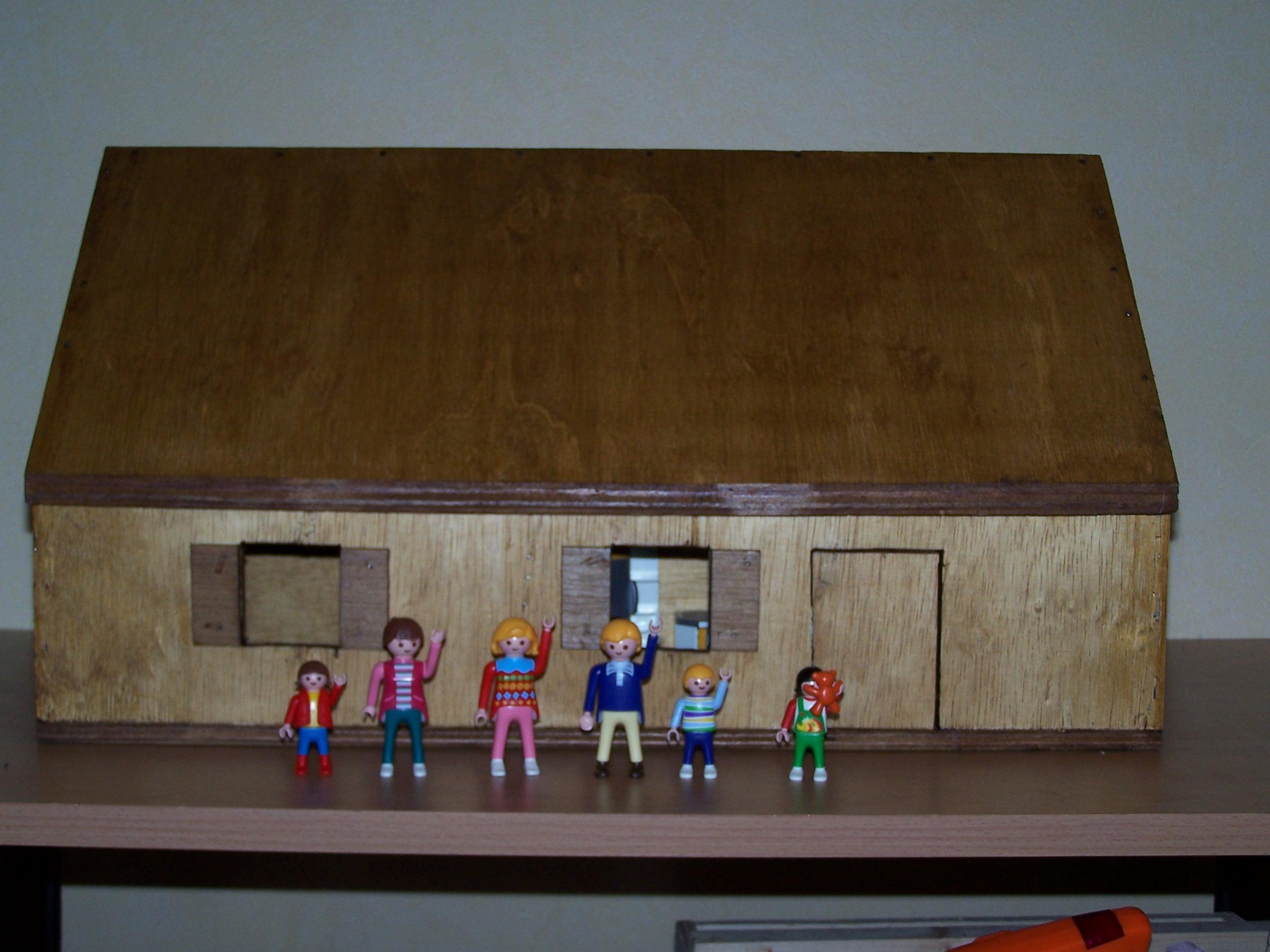 Voici la maison avec la famille